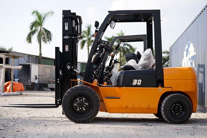 Hướng dẫn chọn xe nâng 7 tấn phù hợp cho doanh nghiệp của bạn