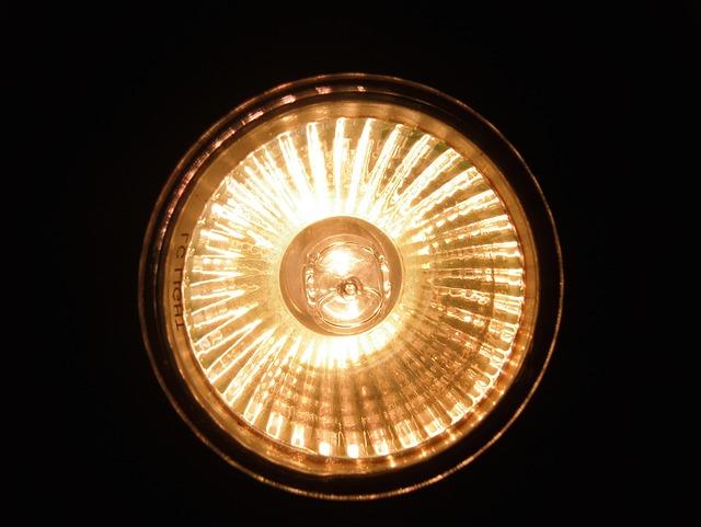 Tại sao cần đèn xe nâng- có những loại đèn nào?