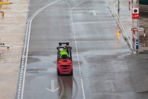 Xe nâng cho mùa mưa: những điều mà bạn cần chú ý