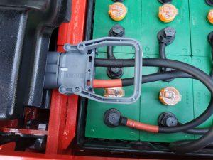 Hướng dẫn bạn cách: thay pin cho xe nâng điện
